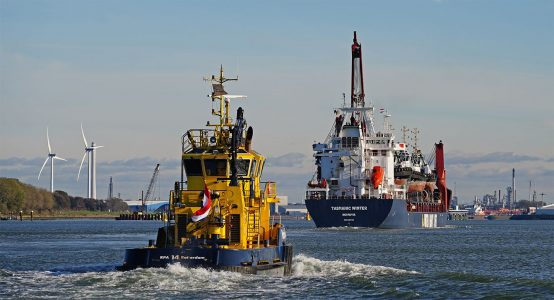 http://nautische-jaarcijfers-port-of-rotterdam-foto-kees-torn