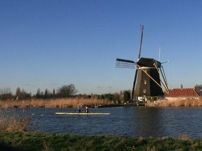 http://Rotterdam-Hillegersberg_De_Prinsenmolen_vanaf_overzijde_Rotte