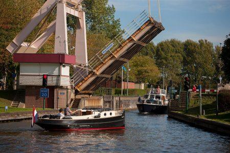 http://Pleziervaart-brug-driemond-noord-holland